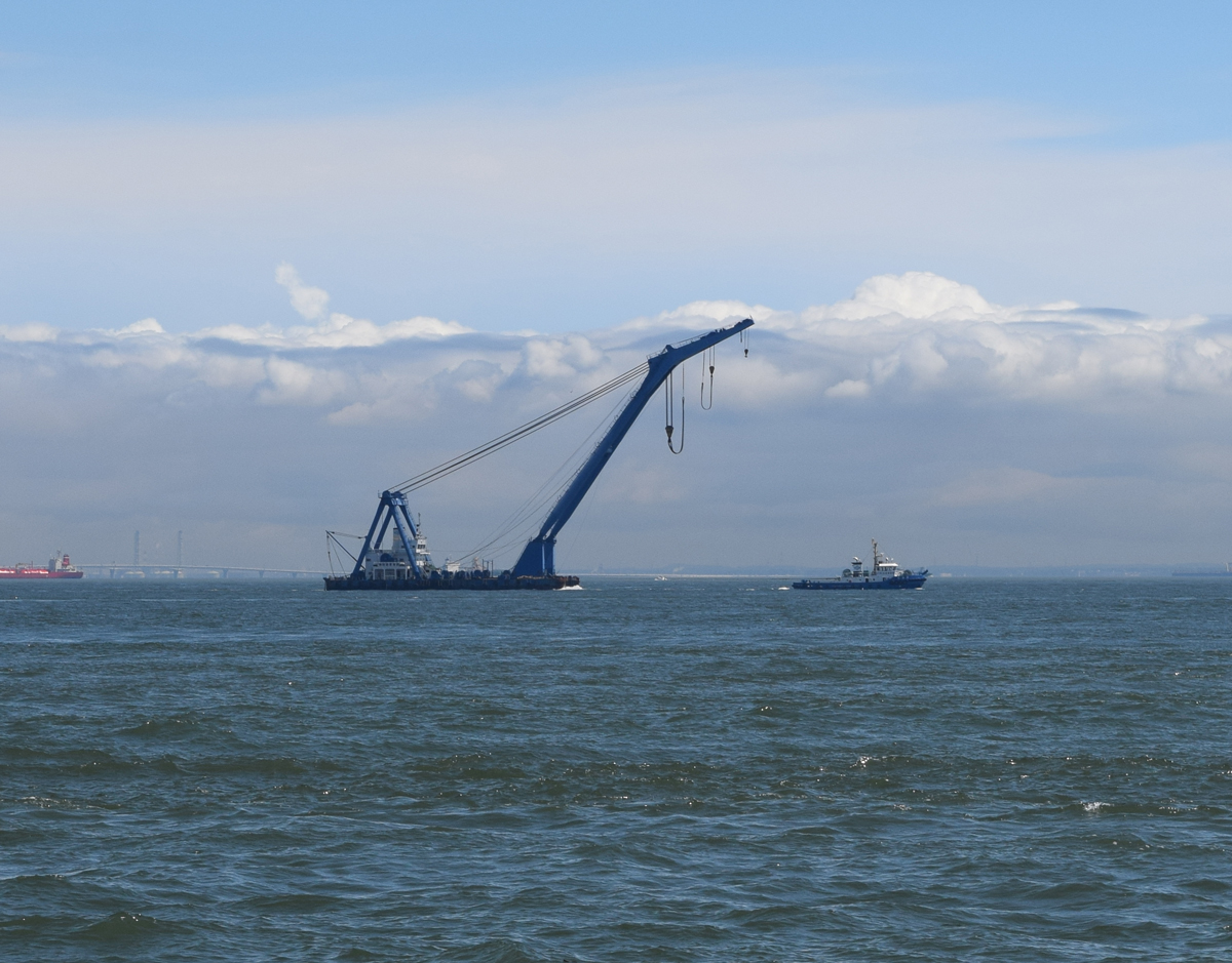 shippinmg_manual_floating_crane